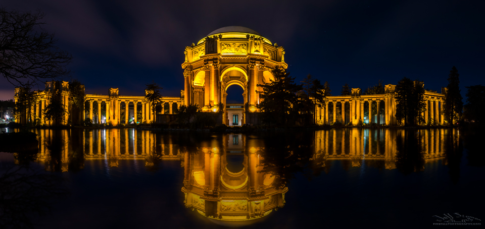 Night photo of the Palace of Fine Arts in San Frisco