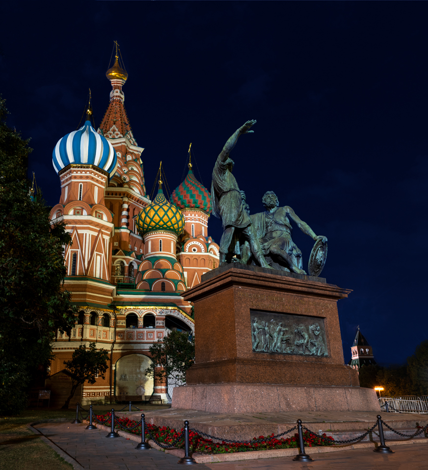 Night photo of St. Basil's in Red Square. Night Photography in Moscow and St. Petersburg